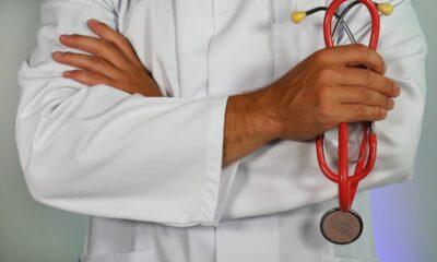 Doktor med stetoskop